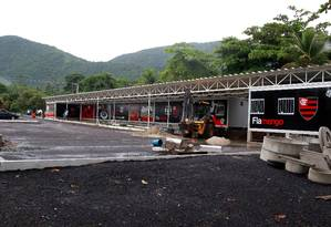 Ninho do Urubu passou a ser usado pelo profissional do Flamengo em 2010; contêineres serviram de abrigo até mesmo para os astros do elenco Foto: Fernando Maia/O Globo / 18/01/2011