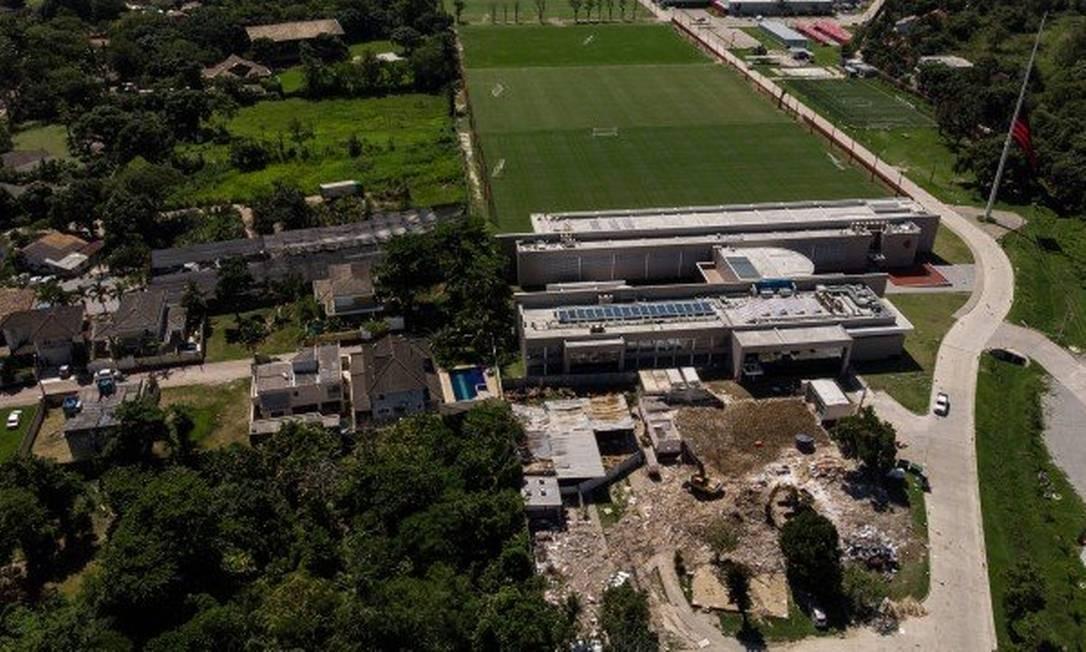 Ninho do Urubu está interditado pela prefeitura por falta de alvará Foto: O Globo