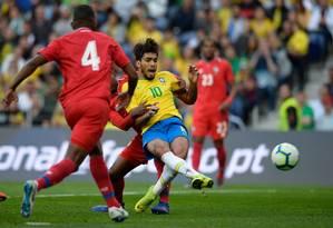 Paqueta em lance do amistoso: jogador marcou o único gol do Brasil, em Porto, e o seu primeiro pela seleção Foto: MIGUEL RIOPA / AFP