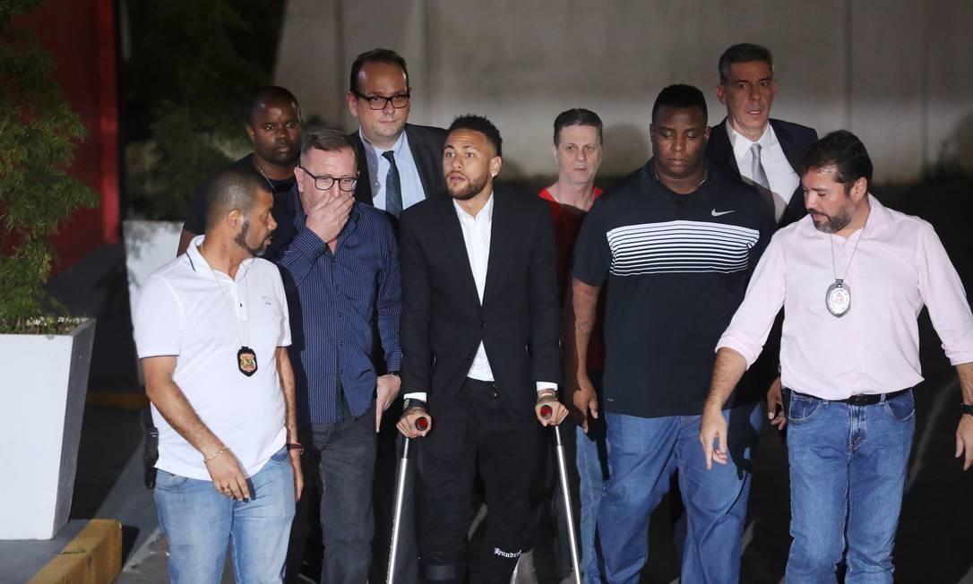 Neymar deixa delegacia em São Paulo onde prestou depoimento Foto: LUISA GONZALEZ / REUTERS