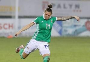 A zagueira do Cliftonville Ladies, Billie Simpson, é uma das indicadas ao Prêmio Puskas, da FIFA Foto: Divulgação