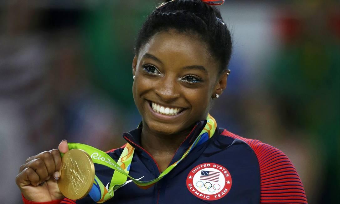 """Simone Biles já conquistou 14 títulos mundiais e acertou o primeiro """"triplo-duplo"""" em um solo Foto: Rebecca Blackwell / AP"""