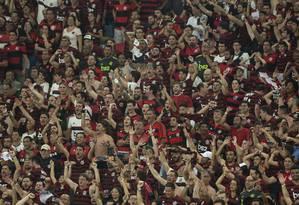 Cerca de 70 mil torcedores compareceram ao Maracanã na noite de ontem Foto: Alexandre Cassiano / Agência O Globo
