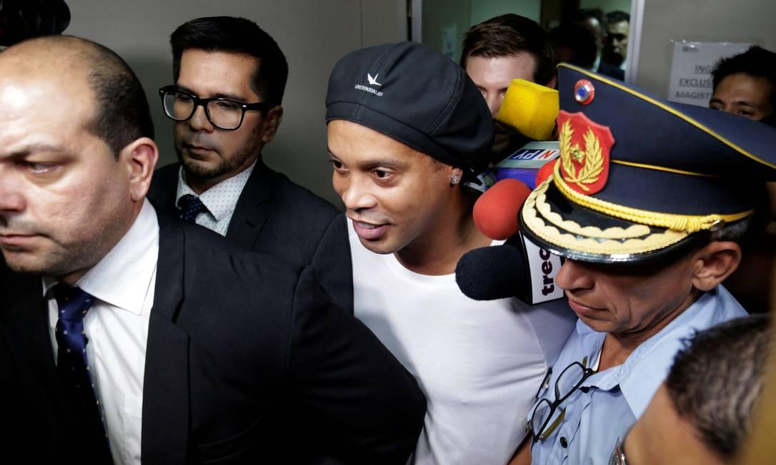 Ronaldinho entrou no Paraguai com passaporte falso e seu caso iniciou grande investigação nos órgãos responsáveis no país Foto: JORGE ADORNO / REUTERS