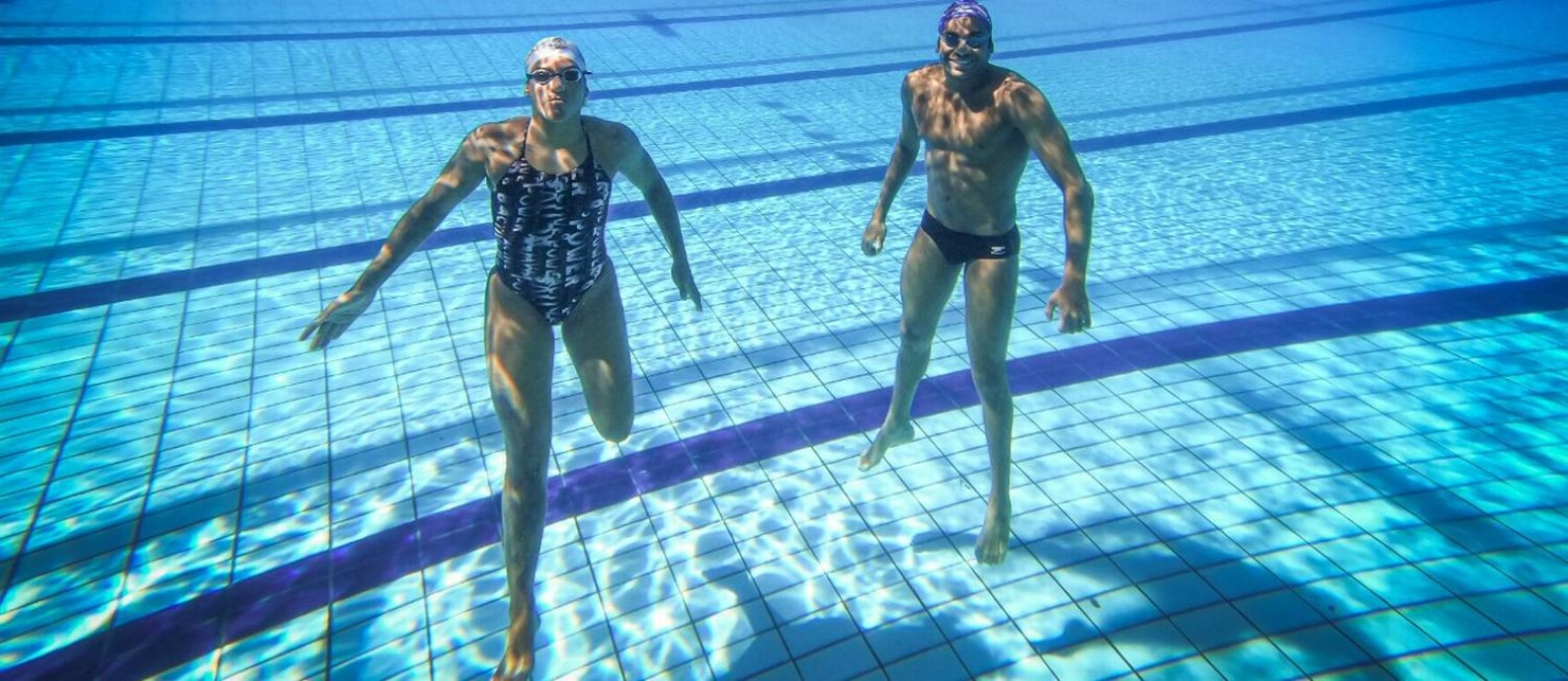 Os maratonistas aquáticos Ana Marcela Cunha e Allan do Carmo, de volta, na reabertura do CT do Time Brasil Foto: Rafael Bello/Divulgação COB