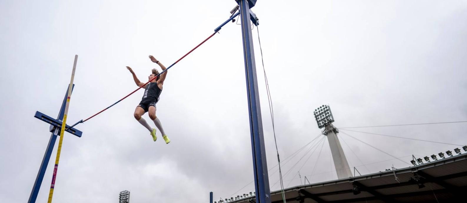 Sem público, Armand Duplantis, atual recordista mundial do salto com vara indoor, ganha evento em Gotemburgo com salto de 5,94m Foto: BJORN LARSSON ROSVALL / AFP