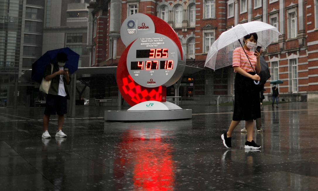 Relógio passou a contar novamente os dias para os Jogos Olímpicos de Tóquio: imagem registrada no dia em queo evento seria realziado na cidade. Foto: ISSEI KATO / REUTERS