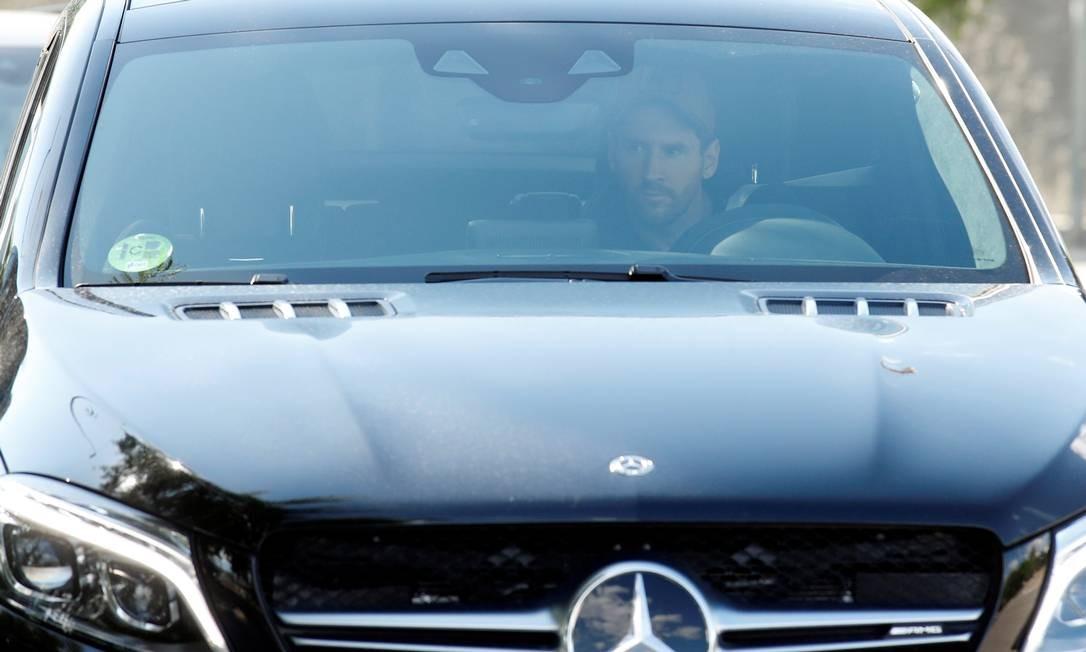 Messi chega no Barcelona para treinar Foto: ALBERT GEA / REUTERS