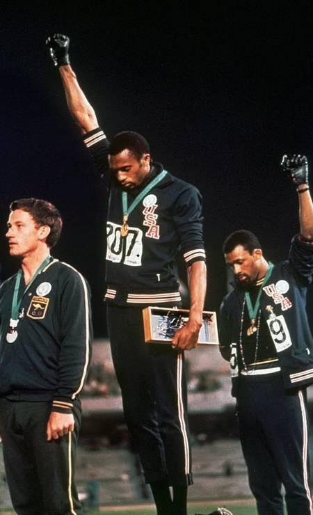 Tommy Smith, Center, und John Carlos, Bronzemedaillengewinner, auf dem 200-Meter-Podium bei den Spielen 1968: Vorläufer Foto: Agência O Globo