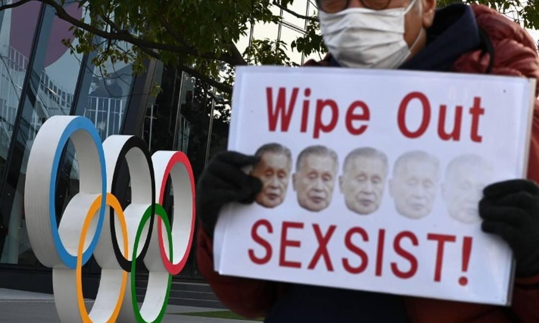 Protesto na frente do museu Olímpico Foto: PHILIP FONG/AP