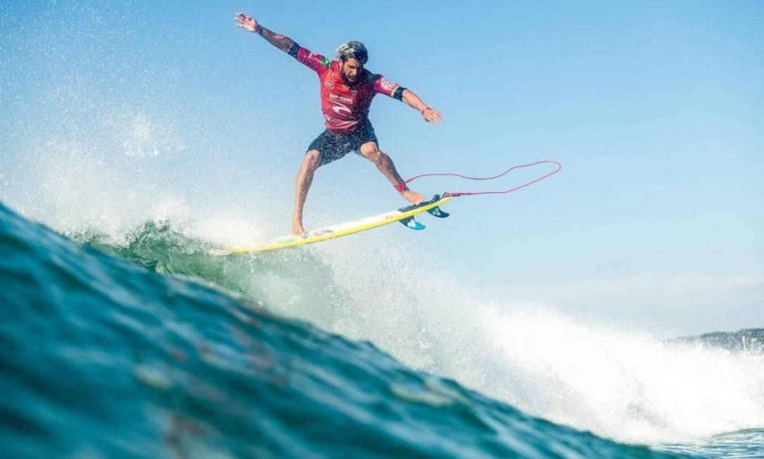 Italo Ferreira, em etapa de Newcastle (Austrália) do Mundial de surfe Foto: WSL
