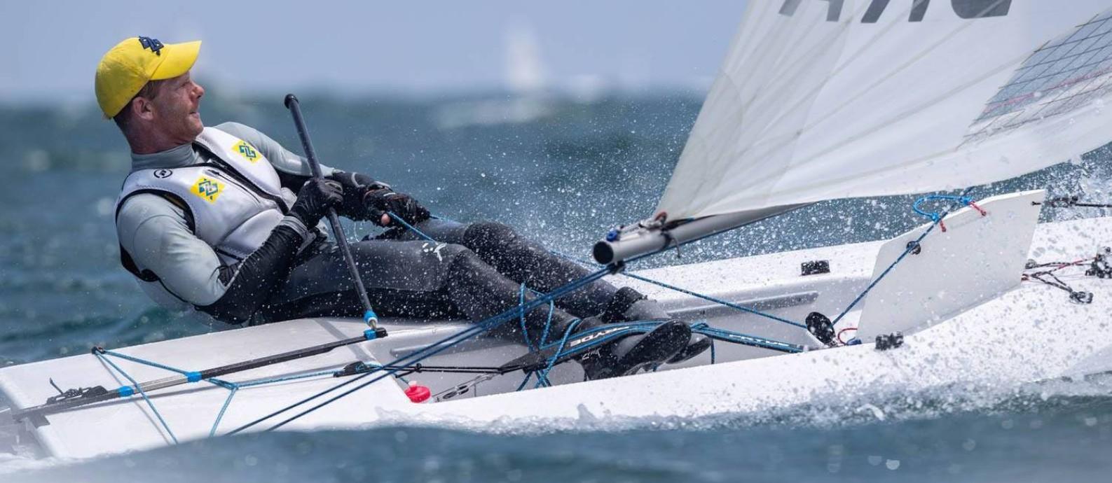Robert Scheidt tem 181 títulos, 89 internacionais, sendo onze títulos mundiais na Laser Foto: Divulgação