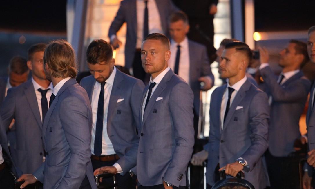 Em sua primeira Copa, Islândia caprichou no estilo ao desembarcar. Foi eleito o melhor figurino por Patrícia Tremblais. Divulgação/FIFA