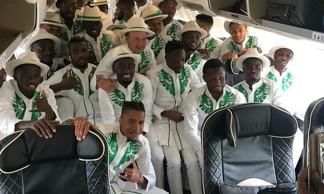 Estilo ousado da Nigéria conquistou a opinião dos internautas nas redes sociais e deu sequência à beleza dos uniformes de campo da seleção. Reprodução/Federação Nigeriana