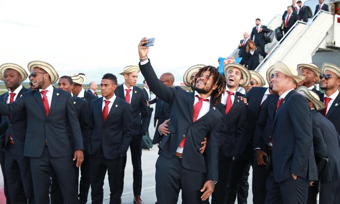 Com direito a chapéu característico do país, o Panamá também usou ternos iguais para todos os seus jogadores. Divulgação/FIFA