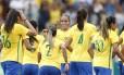 Jogadoras da seleção comemoram o gol contra a China