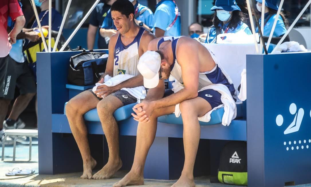 Álvaro Filho e Alison Mamute perderam para dupla da Letônia e foram eliminados dos Jogos Olímpicos. Foto: Gaspar Nóbrega/COB