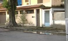 O vazamento de uma tubulação da Cedae chamou a atenção dos moradores da Rua São Marcelino, em Campo Grande Foto: Foto enviada pelo leitor Claudio Silva Rodrigues para o WhatsApp do GLOBO / Eu-Repórter