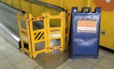 Esteiras rolantes e elevador para cadeirantes estão interditados na estação do Cantagalo desde o dia 3 de agosto Foto: Foto enviada pelo leitor Rodrigo Bandeira para o WhatsApp do GLOBO / Eu-Repórter