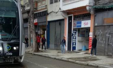 VLT em fase de testes na Rua da Constituição, no Centro Foto: Eu-Repórter / Foto enviada pelo leitor Jorge Coutinho para o WhatsApp do GLOBO