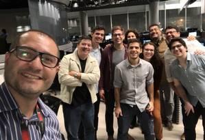 Equipe de checagem reunida na Central Globo de Jornalismo, no Rio Foto: O Globo