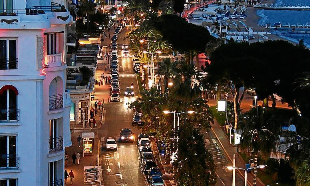 A Croisette, rua símbolo de Cannes, vista a partir da suíte Christian Dior, no Hotel Majestic Foto: Bruno Agostini / O Globo