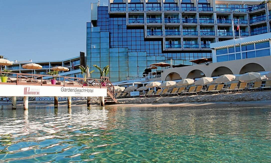 Os resorts à beira-mar de Antibes que se espalham pela exclusiva praia de Juan-les-Pins Foto: Boa Viagem / O Globo