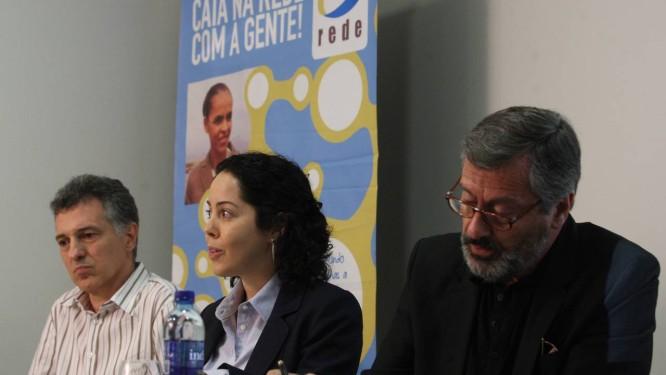 Integrantes da executiva da Rede Sustentabilidade anunciam que entregaram sobre a entrega 136 mil assinaturas diretamente ao TSE Foto: André Coelho / O Globo