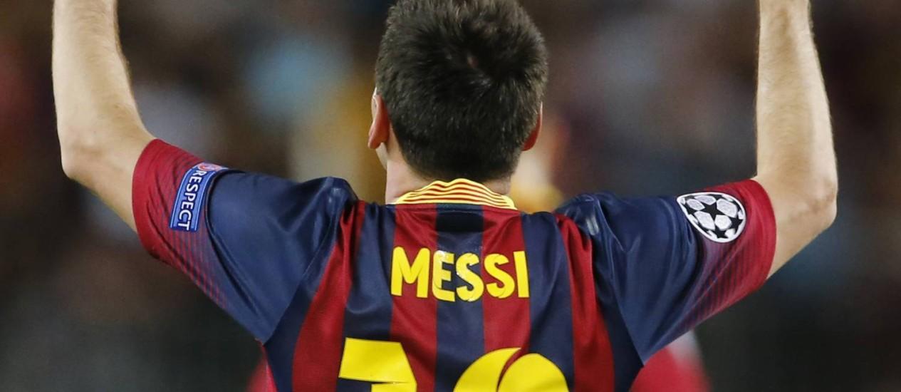 Messi comemora um dos três gols que marcou nos 4 a 0 do Barcelona sobre o Ajax Foto: AP/18-09-2013