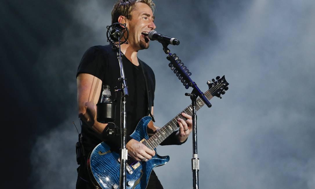Chad Kroeger, vocalista da banda canadense Nickelback, mostrou irreverência durante o show Foto: Guito Moreto / Agência O Globo