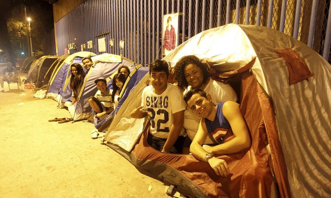 Fãs do cantor Justin Bieber já estão acampados no Sambódromo para show que ocorrerá em novembro Foto: Gabriel de Paiva / Agência O Globo