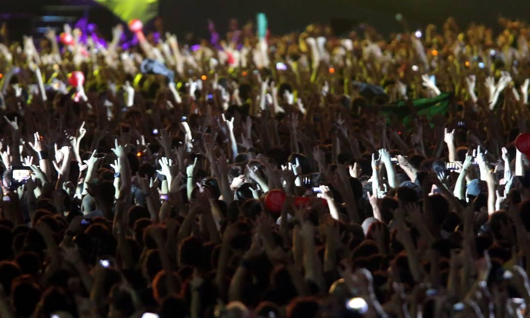 Público do último dia do Rock in Rio assiste ao show do Iron Maiden Foto: Marcelo Theobald / Agência O Globo