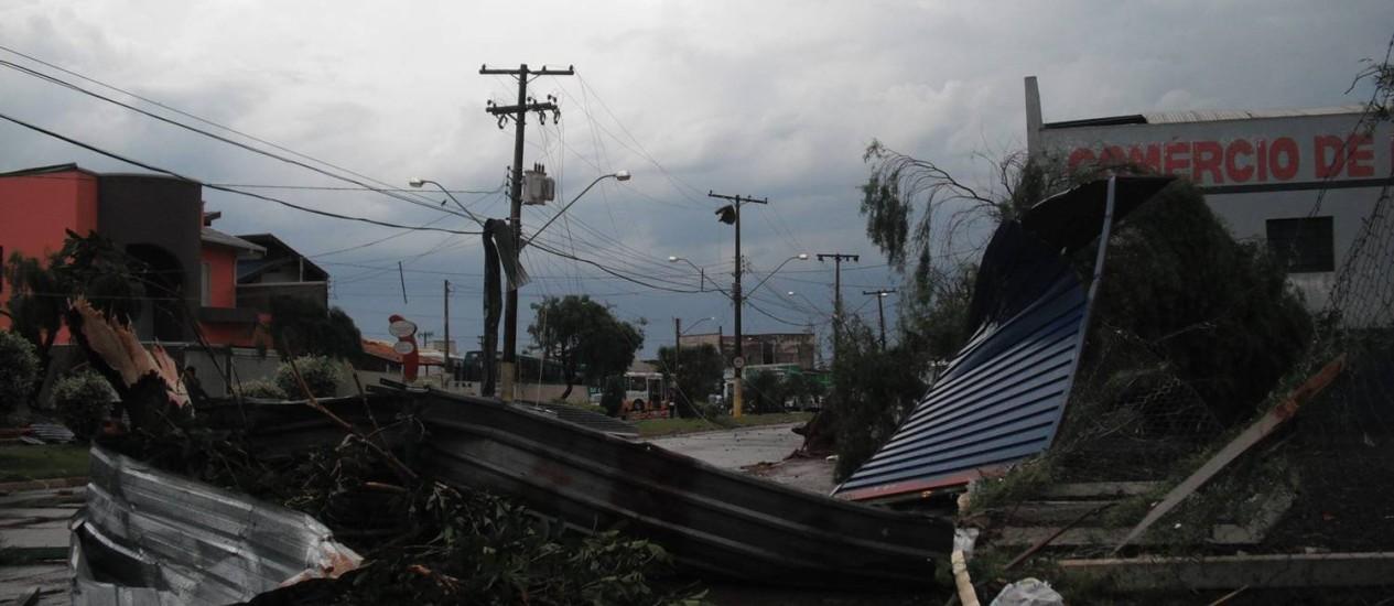 Cenário de destruição em Taquarituba. Foto: Pedro Meneghel / Facebook