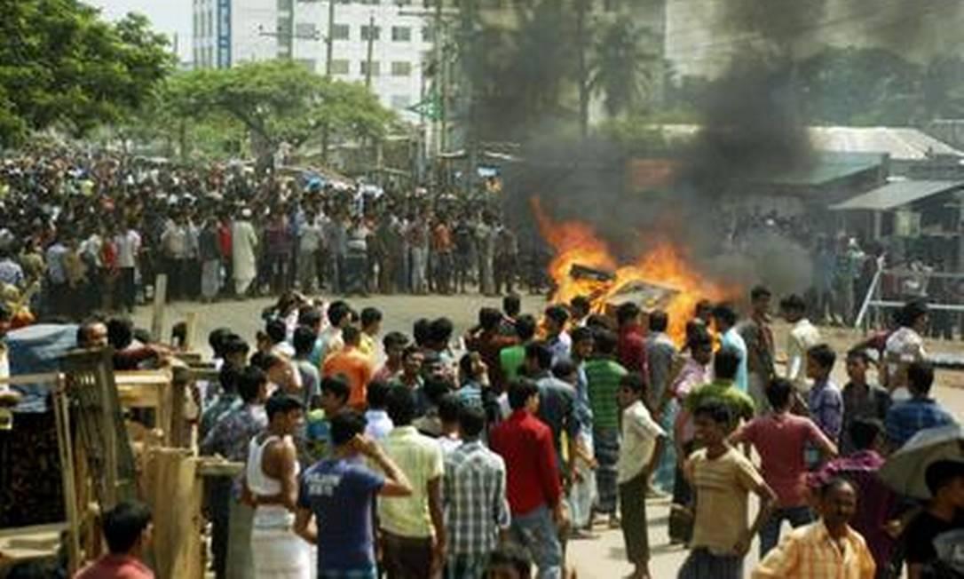 Houve confronto no protesto por melhores salários em Bangladesh Foto: Reuters