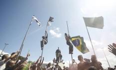 Durante protestos no Sete de Setembro, bandeiras do Monumento a Zumbi foram retiradas Foto: Pedro Kirilos / Agência O Globo (07/09/2013)