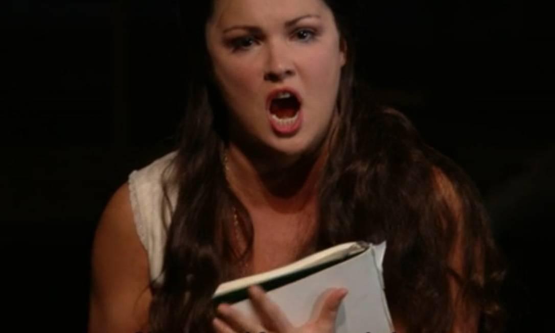 Dor de amor. A soprano Anna Netrebko em vídeo exibido no site do Metropolitan Opera, em Nova York Foto: REPRODUÇÃO