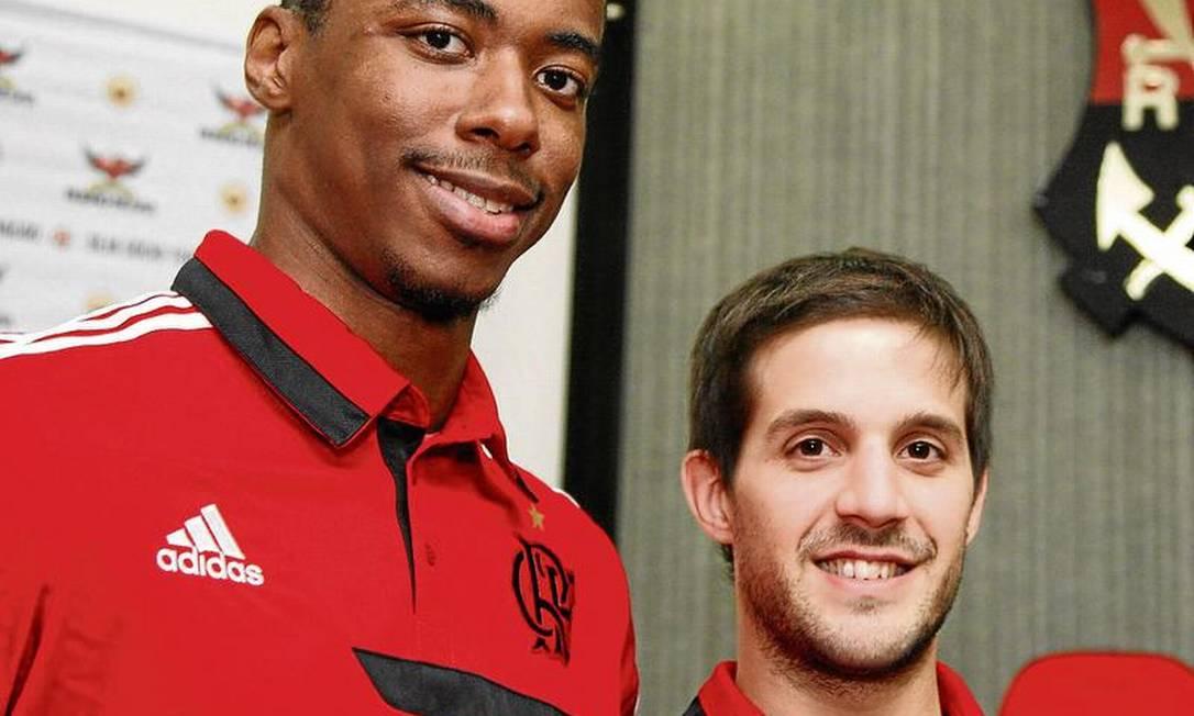 Apesar do Estadual esvaziado, o Flamengo se reforçou no basquete, com Jerome Meyinsse (à esquerda) e Nicolás Laprovittola, visando ao NBB Foto: Marcos Tristão / O Globo
