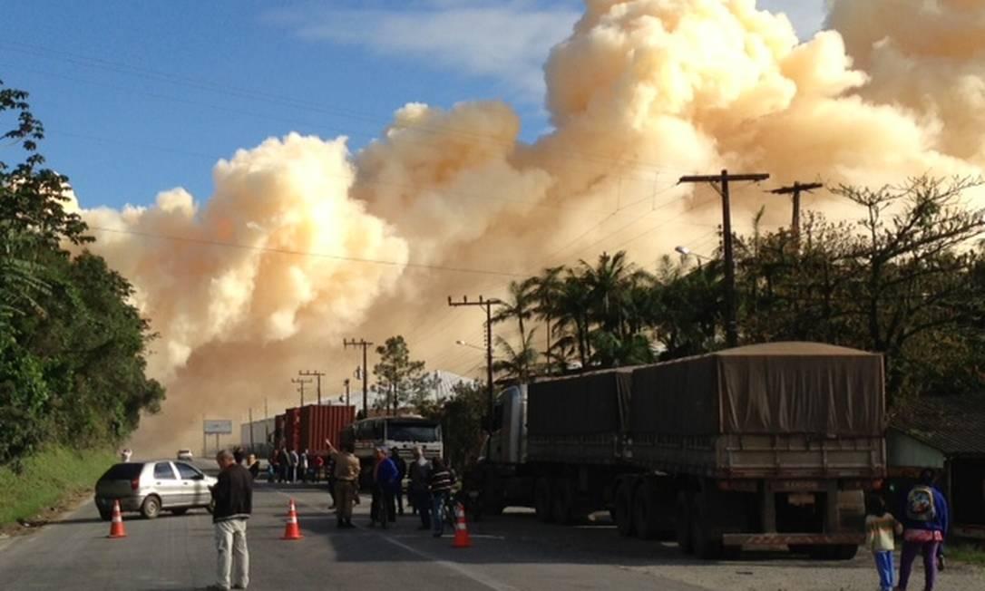 Incêndio ocorreu após explosão de carga Foto: Salmo Duarte / Agência RBS