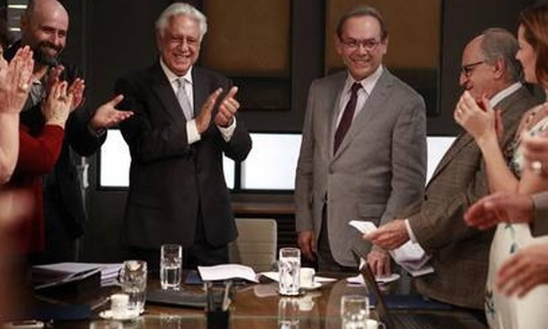 """Em """"Amor à vida"""", César (Antônio Fagundes) apresenta Herbert (José Wilker), o novo diretor do corpo médico do San Magno Foto: Reprodução"""