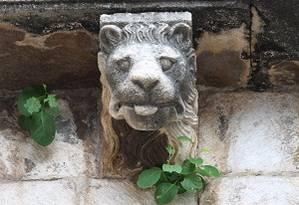 Detalhe num palácio de Kotor, Montenegro Foto: Fernanda Dutra / O Globo