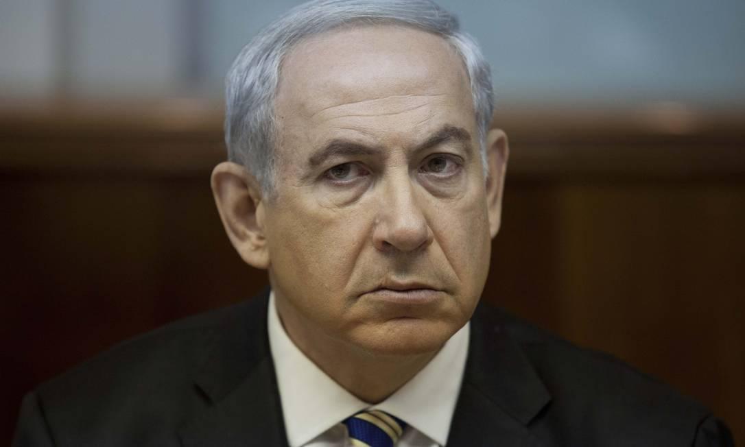 O primeiro-ministro de Israel, Benjamin Netanyahu, em reunião semanal de seu Gabinete de governo: líder israelense que pôr fim ao que classificou como 'ofensiva de sorrisos' do Irã Foto: AP/Abir Sultan