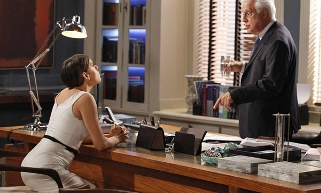 """Edith tenta tirar mais dinheiro de César em """"Amor à vida"""" Foto: Reprodução da internet"""