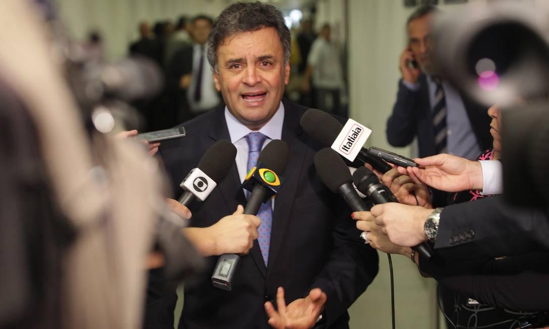 O presidente nacional do PSDB, Senador Aécio Neves (MG), durante entrevista no Congresso, nesta quarta-feira Foto: Ailton de Freitas/O Globo