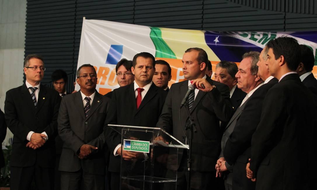 PROS apresenta seus novos filiados na Câmara: deputados Ronaldo Fonseca, Vicente Arruda, Salvador Zimbaldi, Givaldo Carimbão, Valtemir Pereira e Dr.Jorge Silva/ Foto: AILTON DE FREITAS / O GLOBO