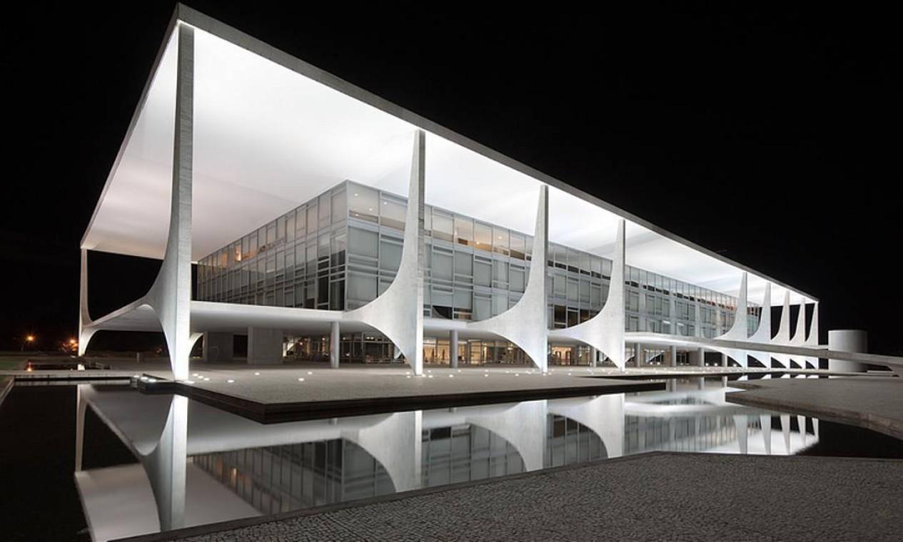 Palácio do Planalto. Traços horizontais e curvilíneos na construção também localizada na Praça dos Três Poderes. A inauguração foi em 1960 Foto: ANDREW PROKOS ,