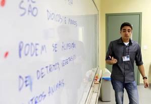 Professor dá aula para uma turma de pré-vestibular numa escola em Botafogo Foto: Gustavo Miranda