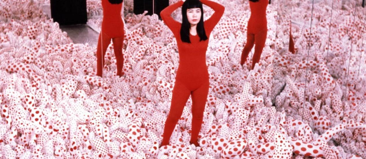 Falos. Kusama no jardim de bolinhas vermelhas Foto: Divulgação