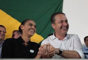 Ex-senadora Marina Silva ao lado de Eduardo Campos em anúncio no Hotel Nacional, em Brasília Foto: André Coelho / O Globo