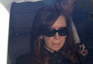 Presidente da Argentina, Cristina Kirchner, chega ao hospital Fundação Favaloro, em Buenos Aires Foto: Pablo MOlina / AP