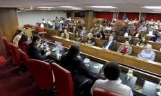 Ato na sede da OAB reúne sindicalistas, políticos e representantes da Igreja contra a violência policial nas manifestações Foto: Gabriel de Paiva / Agência O Globo